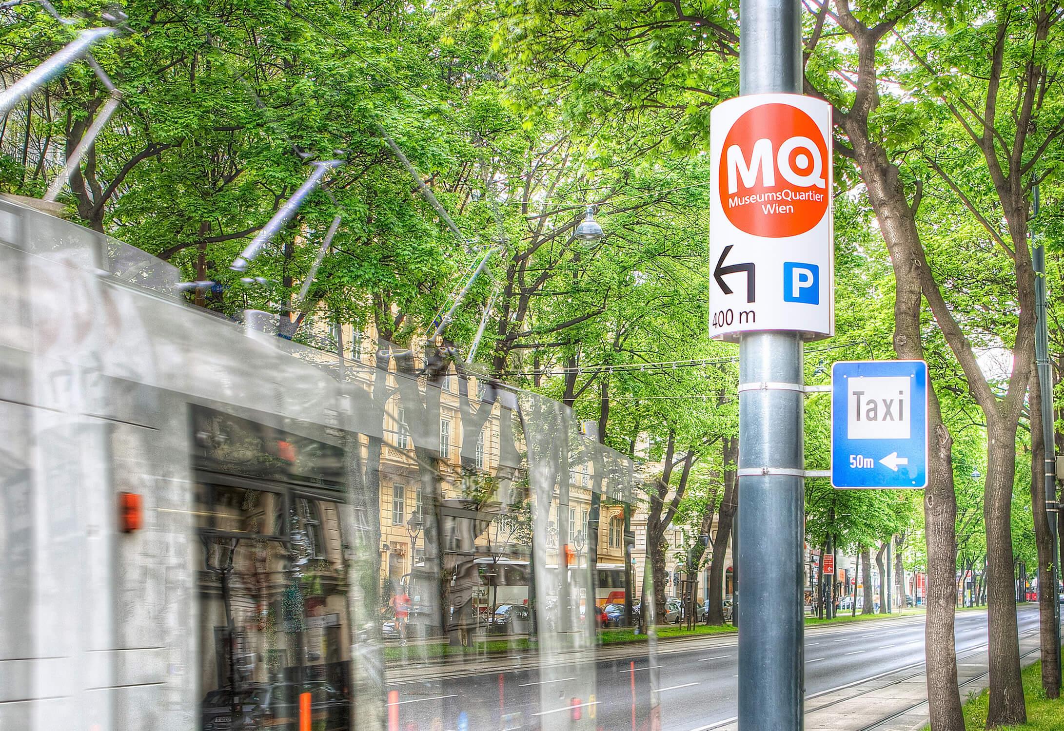 Gewista Stadtwerbung Dauerwerbung, Hinweistafeln