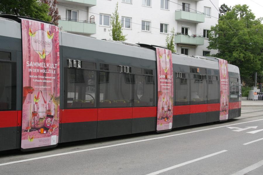 Gewista Stadtwerbung Strassenbahn ULF Stege