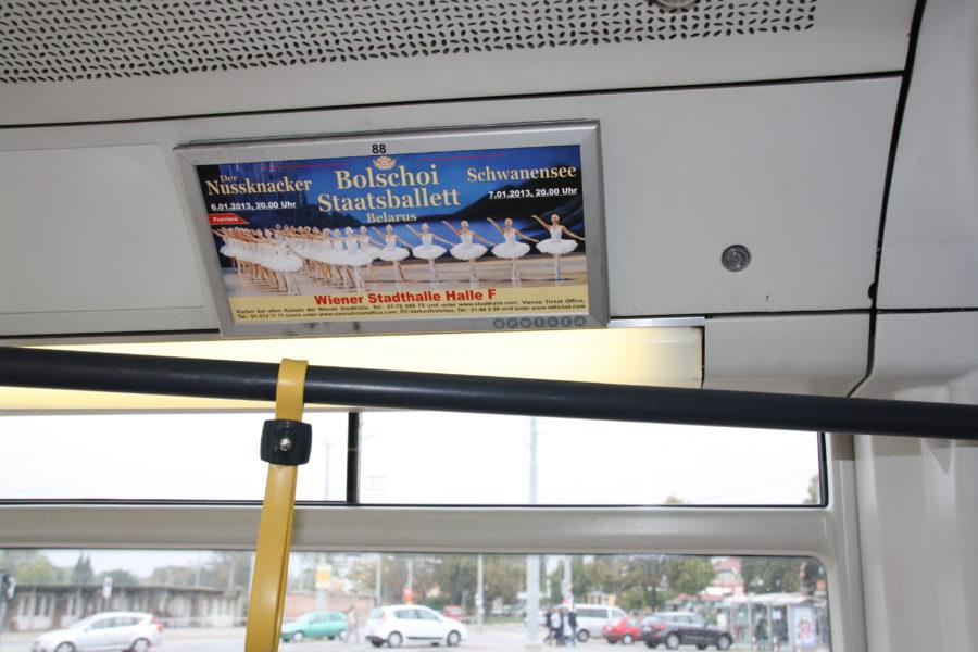 Gewista Stadtwerbung Bus Strassenbahn ULF Innen-Werbung
