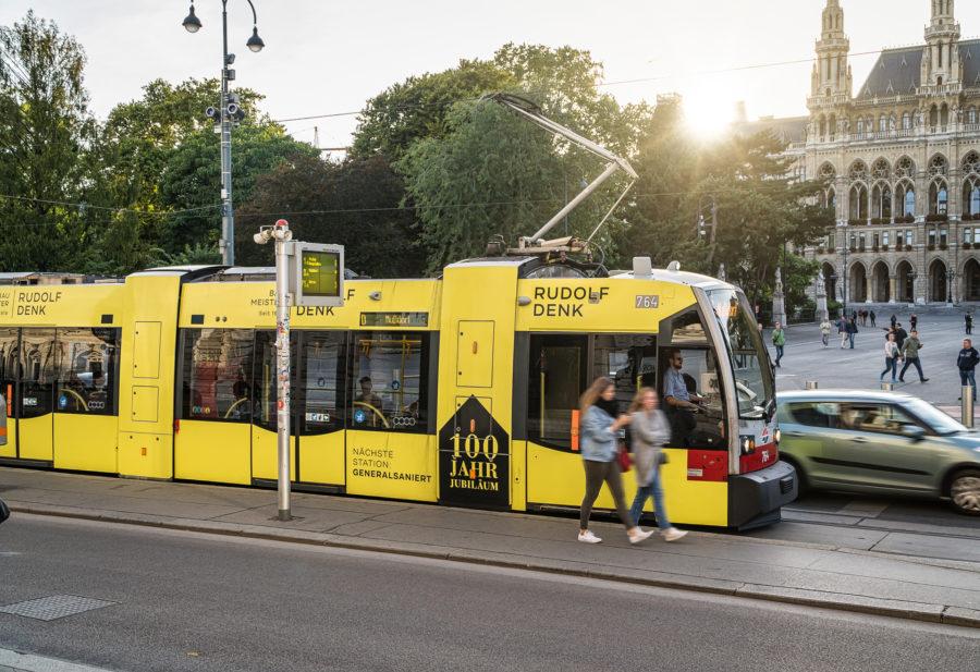 Stadtwerbung-Straßenbahn-Rudolf-Denk-100-Jahre