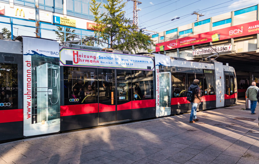 Stadtwerbung-Straßenbahn-Sky-Stege-Heizung-Uhrmann-Sanitaer